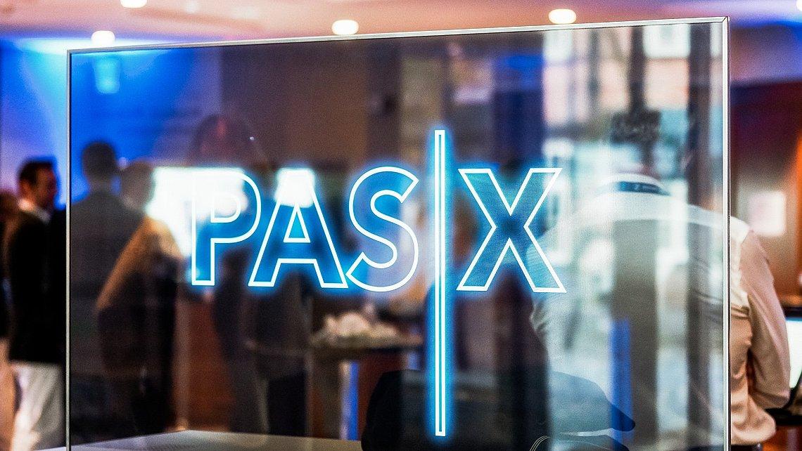 An der Schnittstelle: Die Produktionssteuerungs-Software PAS-X schafft die Voraussetzungen für eine vollständig vernetzte industrielle Produktion.