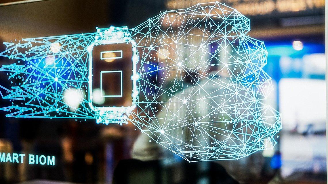 Lernende Maschinen, intelligentes Datenmanagement: Die vernetzte Fabrik steigert die Effizienz.