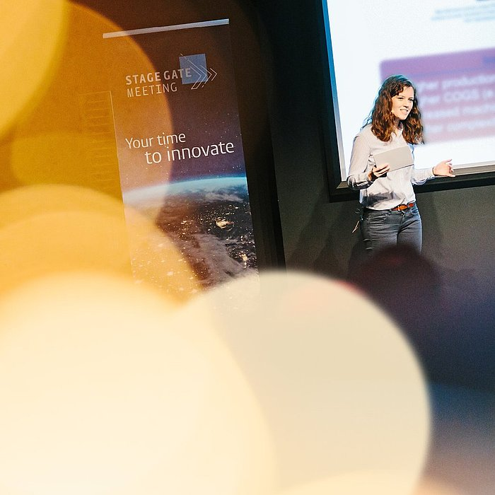 Photo of Anneke Barsch, Product Owner at Hauni, presenting at the Stage Gate Meeting