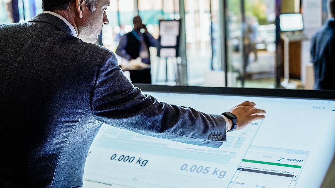 Übersetzer: Die Plug&Produce-Lösung ermöglicht den schnellen Datenaustausch zwischen PAS-X und den Maschinen in den Fertigungshallen der Kunden.