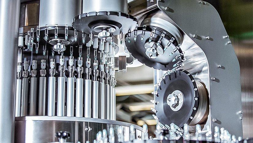 Spezialmodul von Seidenader zur Über-Kopf-Prüfung von Produkten: Das Geschäftsfeld Pharma ist einer der international führenden Systemanbieter für die Pharma- und Biotech-Branche.